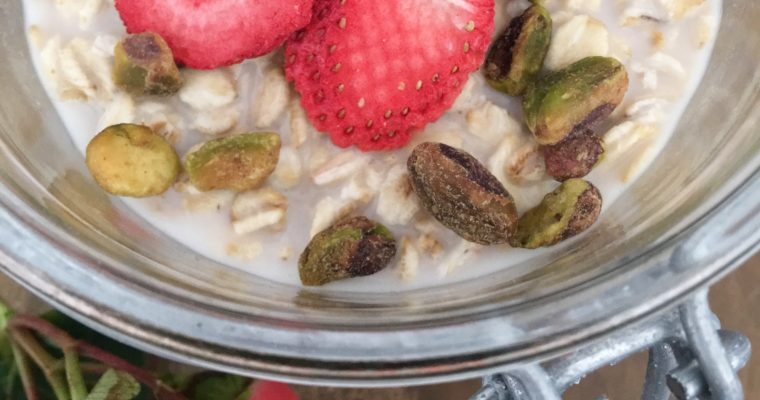 Overnight Oats with Pistachio and Strawberries